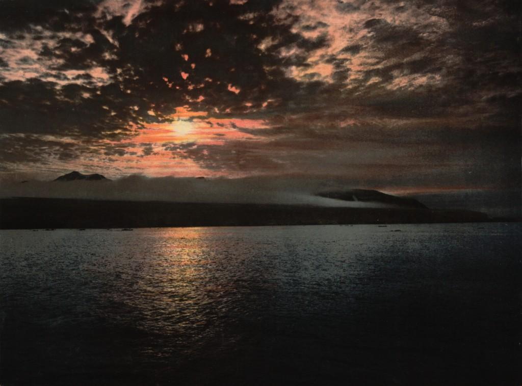 Midnight sun, Bell Sound, Norway (circa 1890-1900)