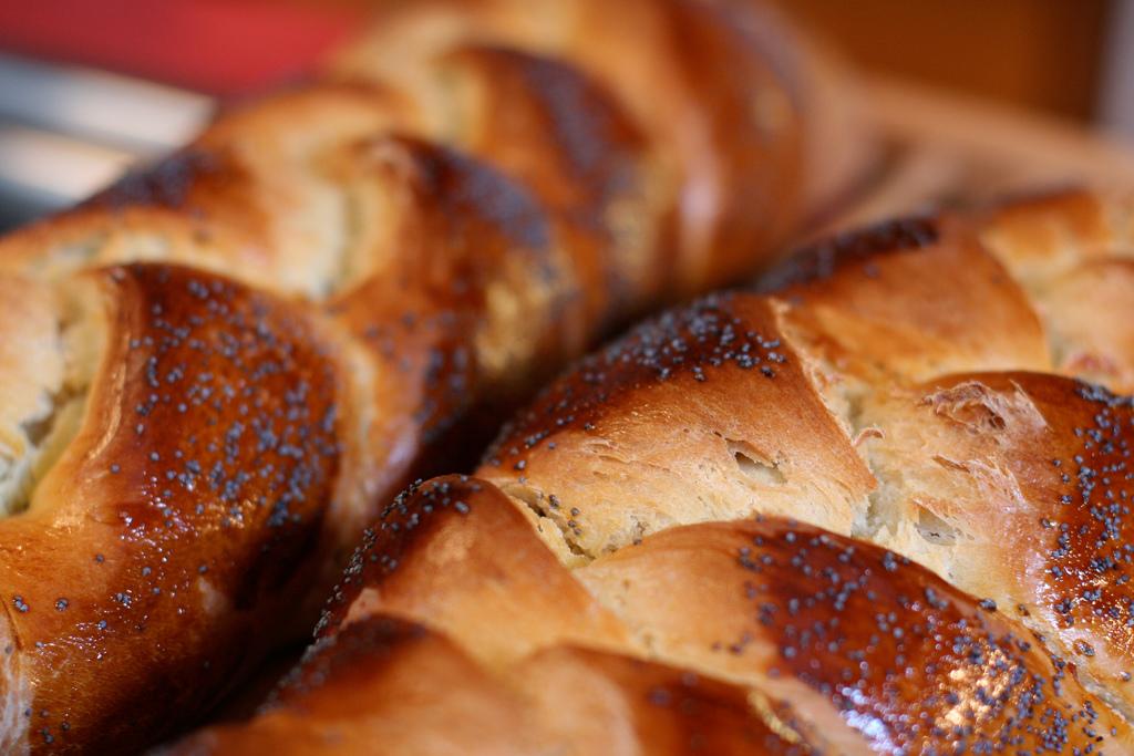 Ha-motzi Blessing for Bread