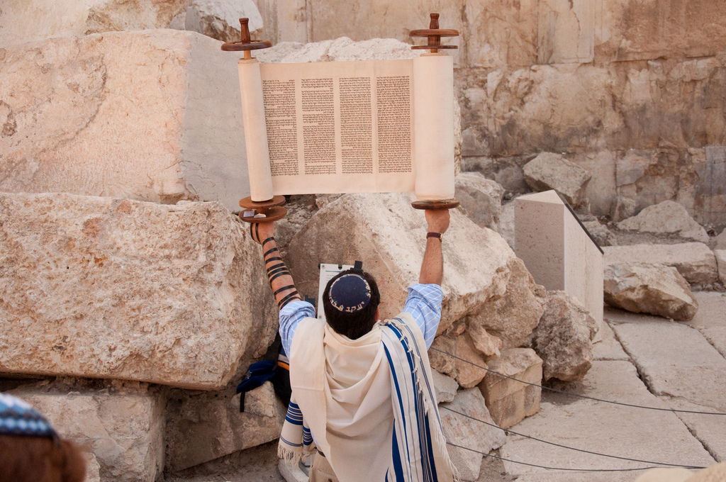 Rabbi Jay holds the Torah (credit: Josh Evnin, license: CC-BY-SA)