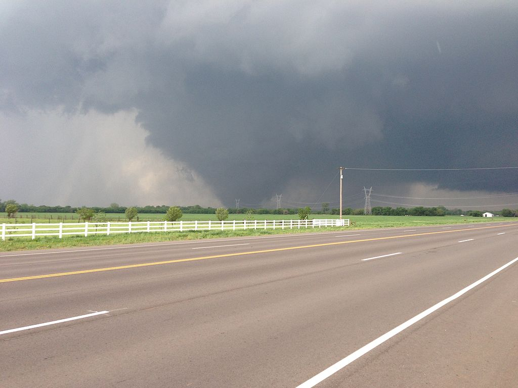 The 2013 Oklahoma City tornado as it passed through south Oklahoma City. (credit: Ks0stm, license: CC-BY-SA)