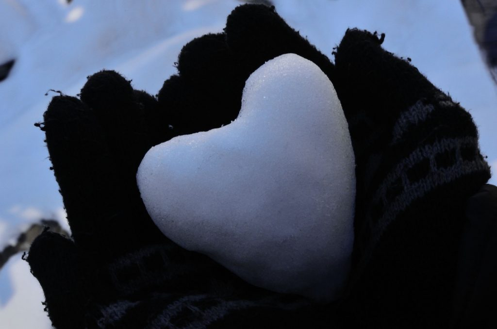 """heart snowball gloves winter hands love symbol"" (credit: skeeze, license: CC0)"