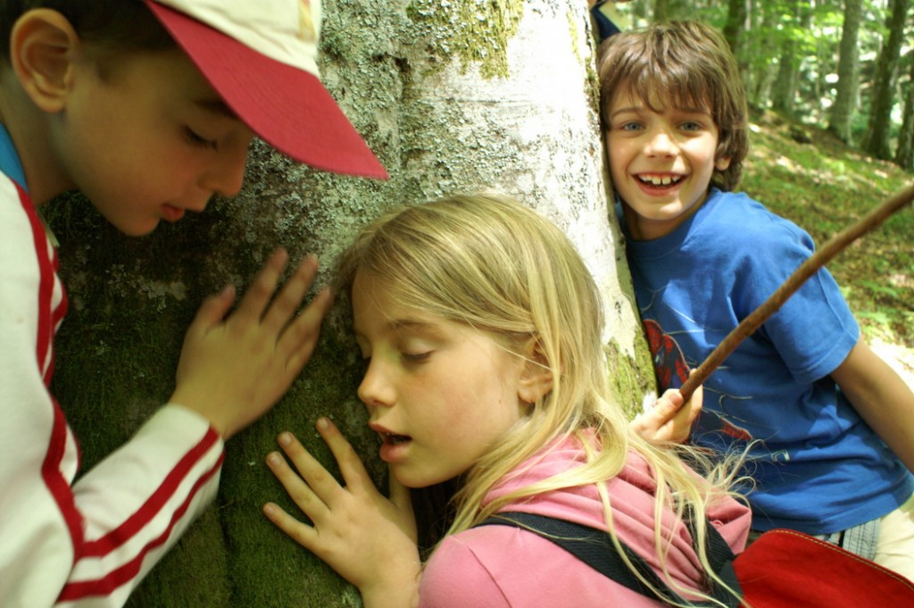 """Discovering the Trees,"" WWF Camp in Tuscany. All the year children live in their cities; for 2 weeks they learn how to listen to the environment and themselves. (credit: Alessandro Pucci, license: CC BY)"