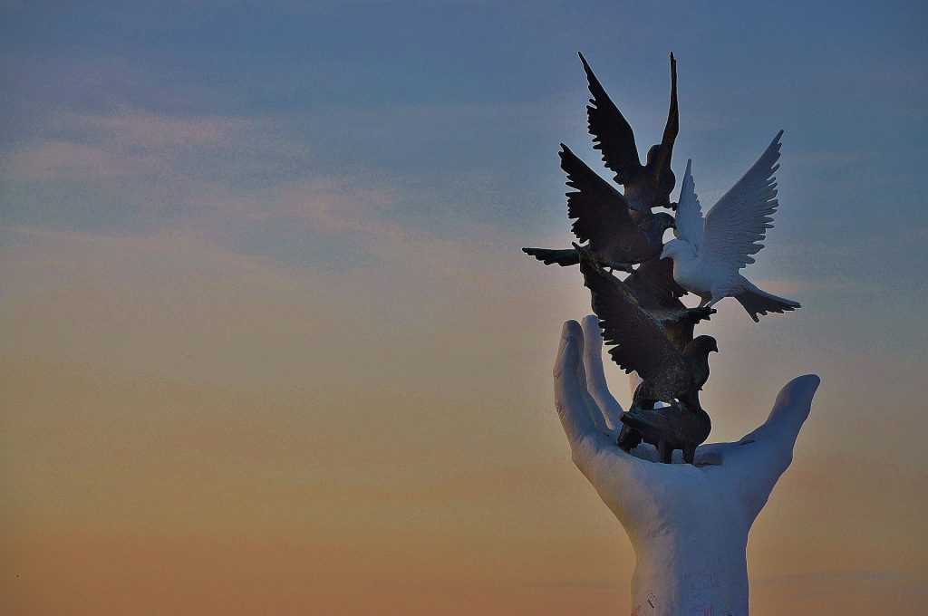 Hand of Peace Monument, Promenade in Kusadasi, Turkey (Pixabay CC0)