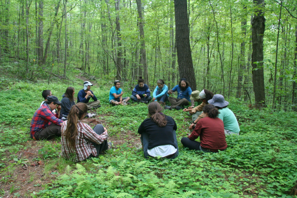 Learning torah in a circle in an old charpit at Isabella Freedman (CC BY-SA, 2013)