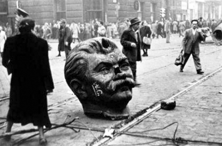 Stalin's statue toppled in Hungary (1956)