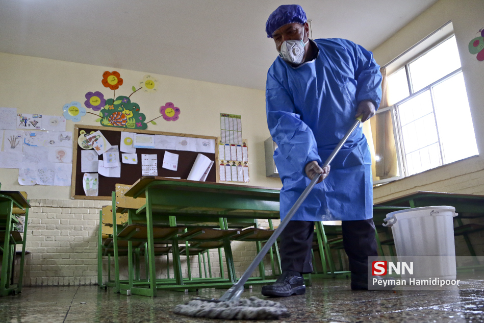 workers disinfect schools against coronavirus in Bojnord (credit: Peyman Hamidipoor, license: CC BY-SA)